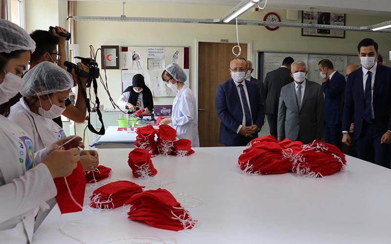 Meslek lisesi öğrencilerinden Hollanda'ya maske ihracatı