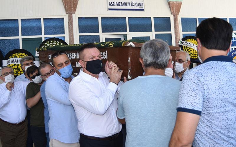 Denizlispor'un kurucularından Fuat Özen'in cenazesi toprağa verildi