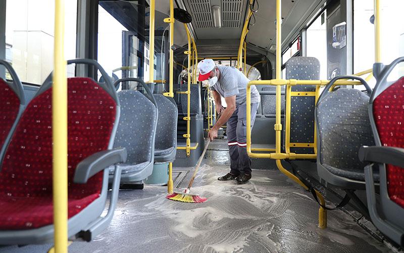 Büyükşehir otobüslerinde pandemiye karşı dezenfeksiyon işlemi