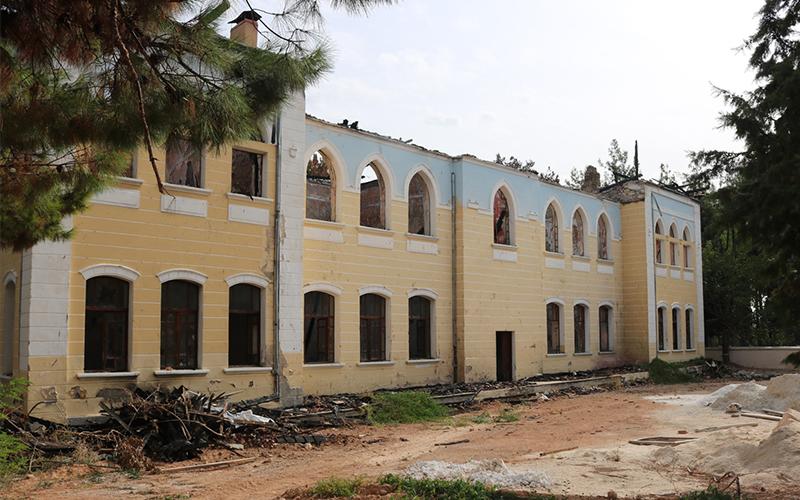 Yangında zarar gören tarihi okul restore edilecek