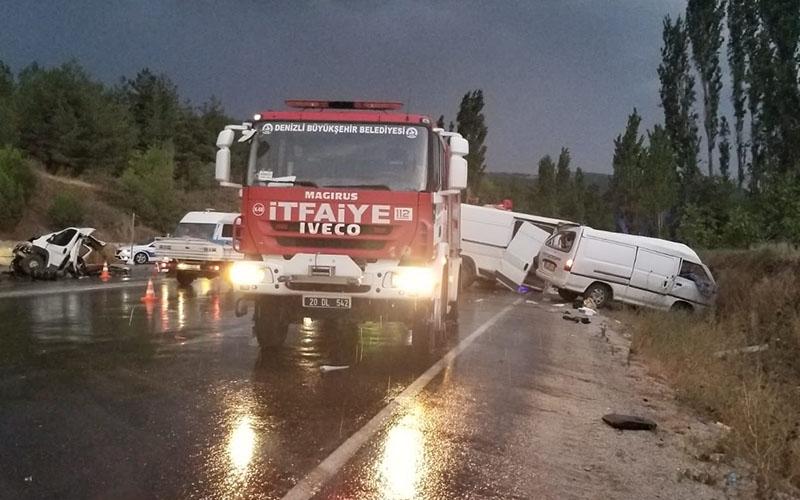 Denizli-Antalya karayolunda kaza: 2 ölü, 5 yaralı