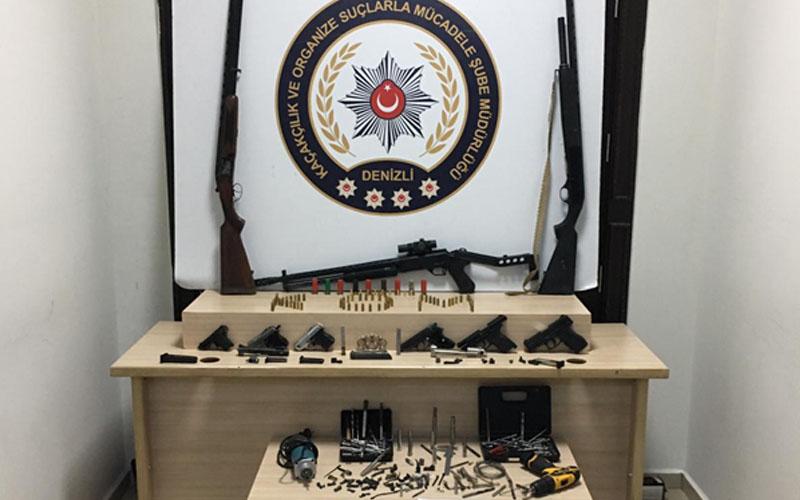 Silah imal edilen iki eve operasyon