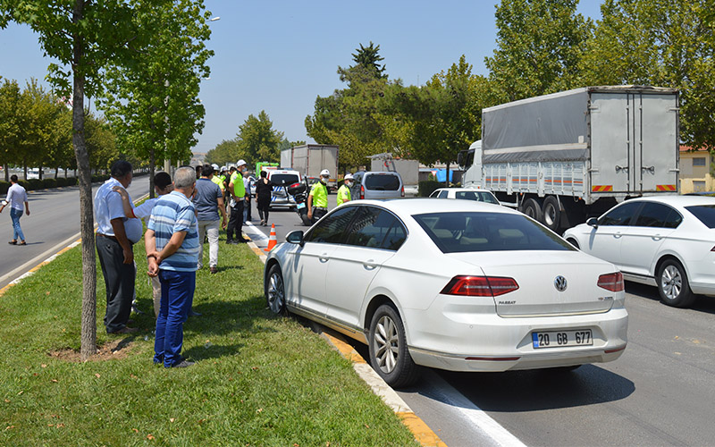 Denizli'de zincirleme trafik kazası! 5 araç birbirine girdi