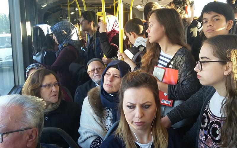 Toplu taşıma araçlarında ayakta yolcu taşımak yasak