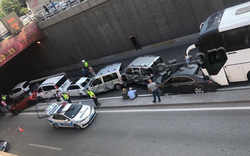 Dokuz aracın karıştığı zincirleme trafik kazası