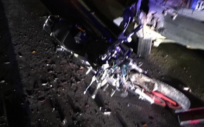 Arızalanan araca arkadan çarpan motosikletli yaralandı