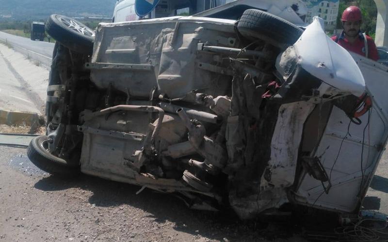 2 araç çarpıştı 2 kişi yaralandı