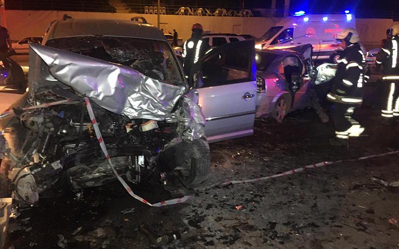 Kontrolden çıkan otomobil karşı şeride geçti: 10 yaralı