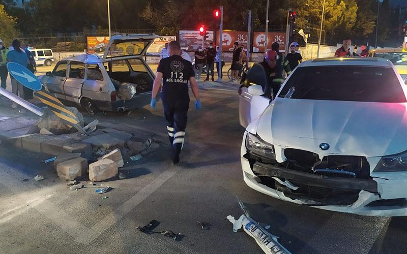 Işık ihlali kazaya yol açtı, sürüklenen aracı levhalar durdurdu
