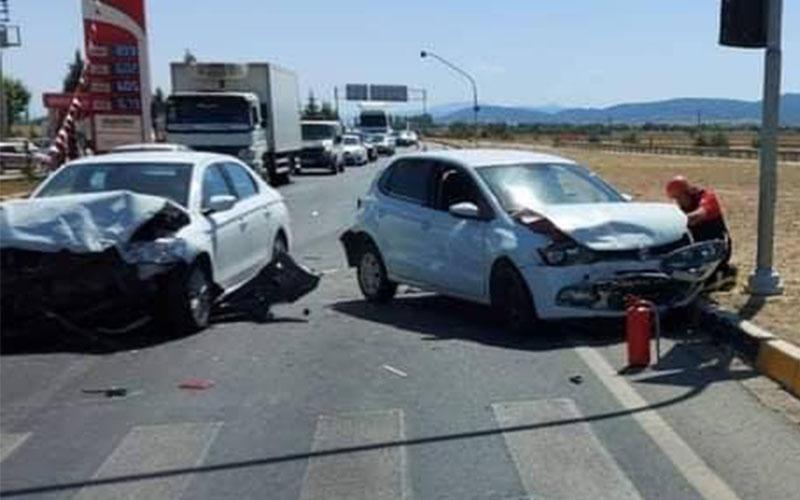 Acıpayam'da 2 otomobil çarpıştı, 3 yaralı var