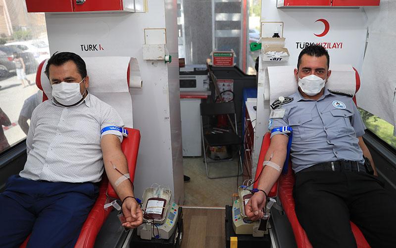 Pamukkale Belediyesi personelinden Kızılay'a kan bağışı