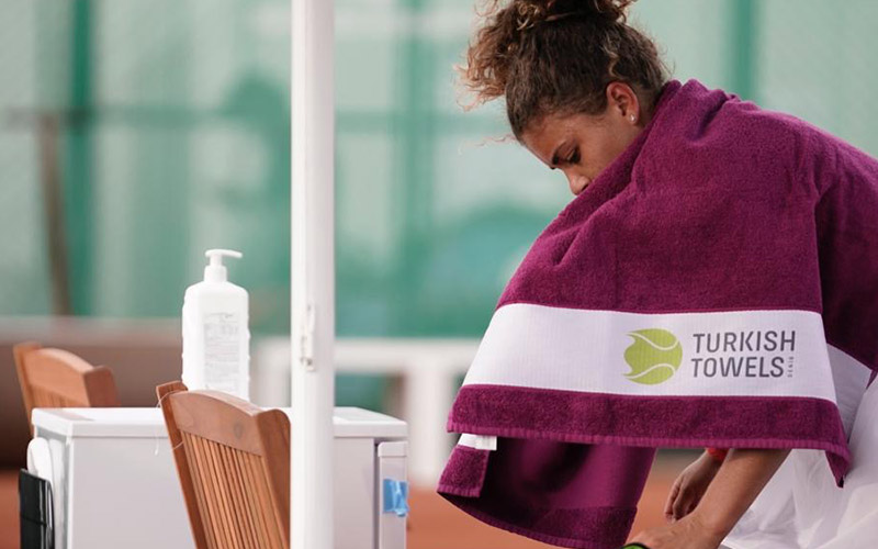 Tenisin ünlü isimleri TEB BNP'de Denizli havlusu Turkish Towels ile kurulandı
