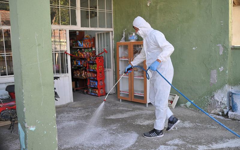 Karantinadaki mahallede dezenfekte çalışması yapıldı