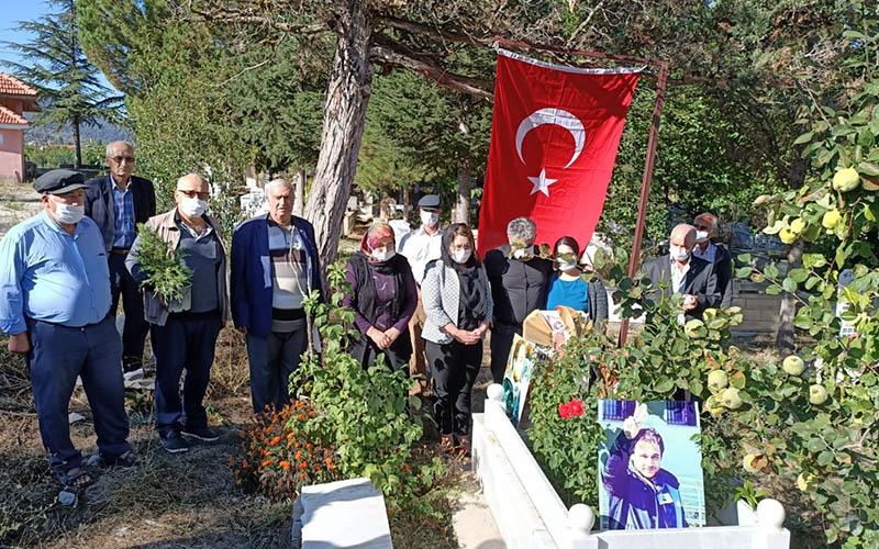 10 Ekim Katliamı'nda yaşamını yitiren Akman mezarı başında anıldı