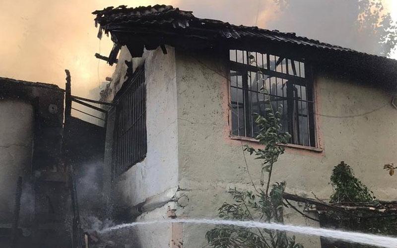 Babadağ'da ev yangını