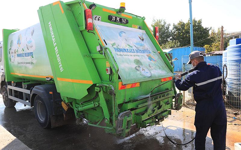 Pamukkale Belediyesi'nden çöp kamyonu temizliği