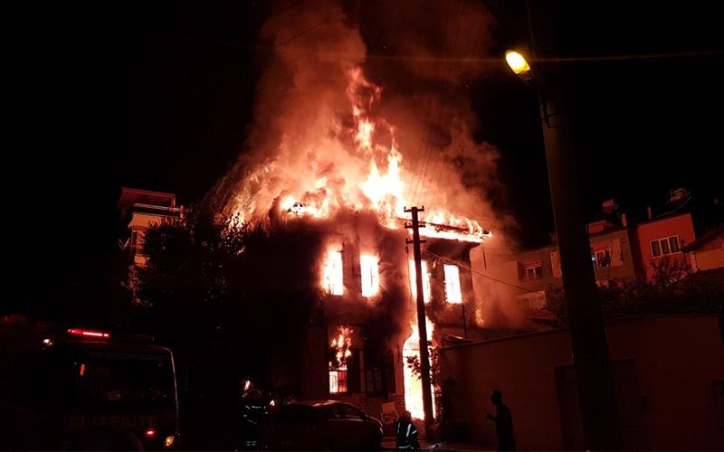 Tarihi konaktaki yangınla ilgili yakalanan şüpheliler serbest bırakıldı