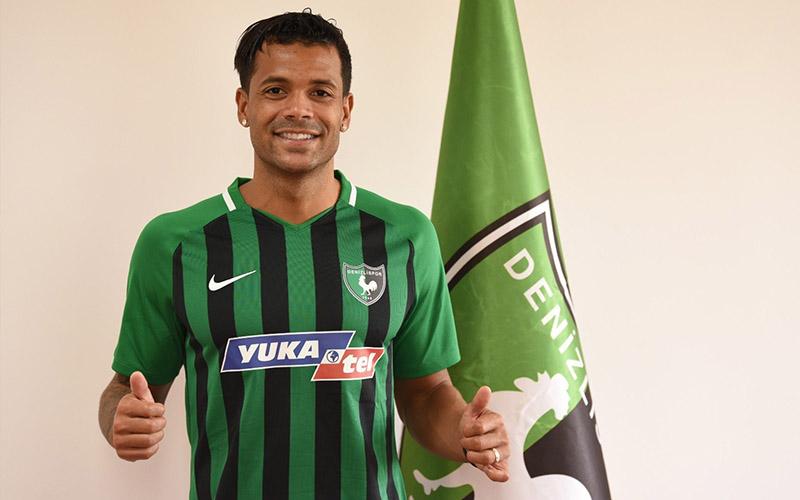Denizlispor, Togolu kanat oyuncusu Mathieu Dossevi'yi transfer etti