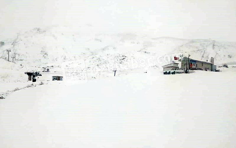 Denizli Kayak Merkezi'nin yer aldığı Bozdağ beyaza büründü