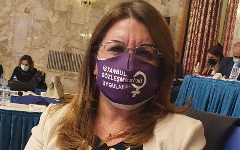 """Karaca'dan """"İstanbul sözleşmesi için amasız tutum"""" çağrısı"""