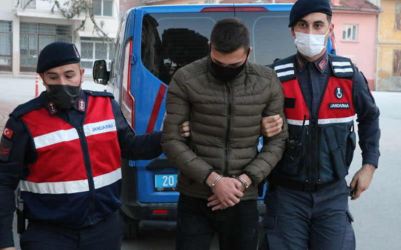 Kendisini jandarma astsubay olarak tanıttı, iki kişiyi 150 bin lira dolandırdı