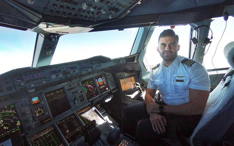 Denizlili pilot, dünyanın en büyük uçağında kaptanlık yapıyor
