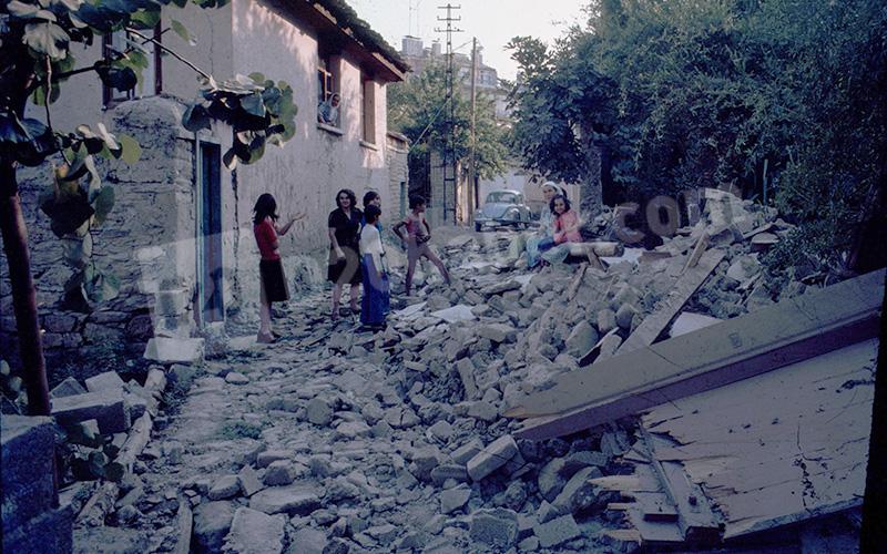Denizli'deki 1976 depremini aktaran fotoğraflar