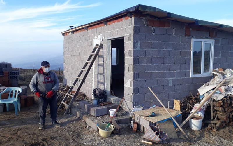 Üniversite öğrencisi kızı için internet bağlantısı kurulan yere ev yaptı