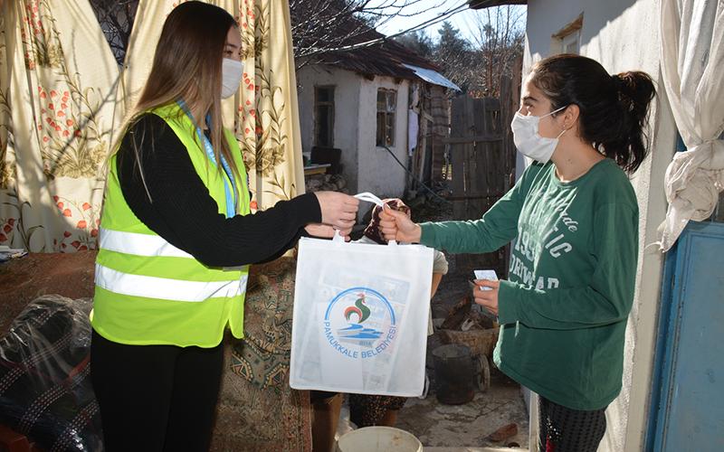 Pamukkale Belediyesi 2000 öğrenciye tablet hediye etti