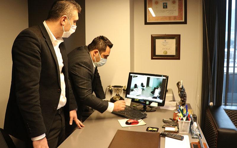 Avukatlık bürosunda borç senedi yırttığı öne sürülen sanık yargılanıyor