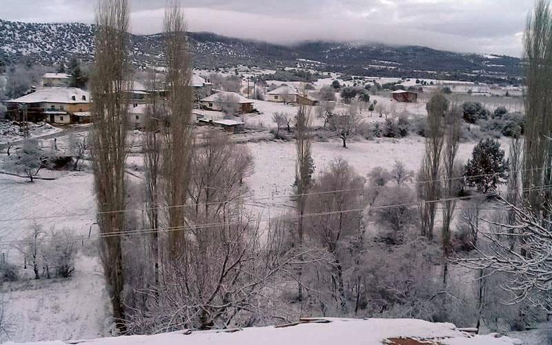Beklenen kar yağışı ilk Çal'da görüldü