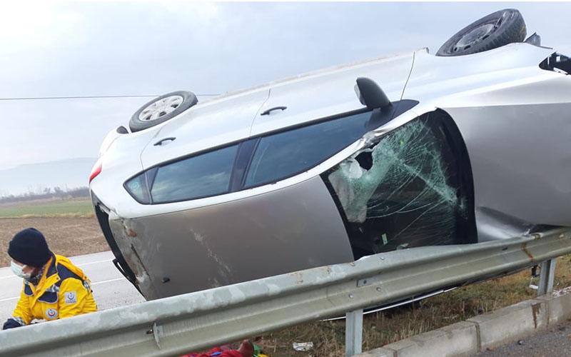 Otomobil takla atıp devrildi, 1 kişi yaralandı