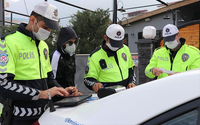Ehliyetsiz araç kullanan sürücüye 8 bin 250 lira ceza