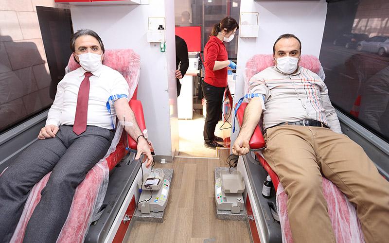 Denizli Büyükşehir DESKİ personelinden kan bağışı