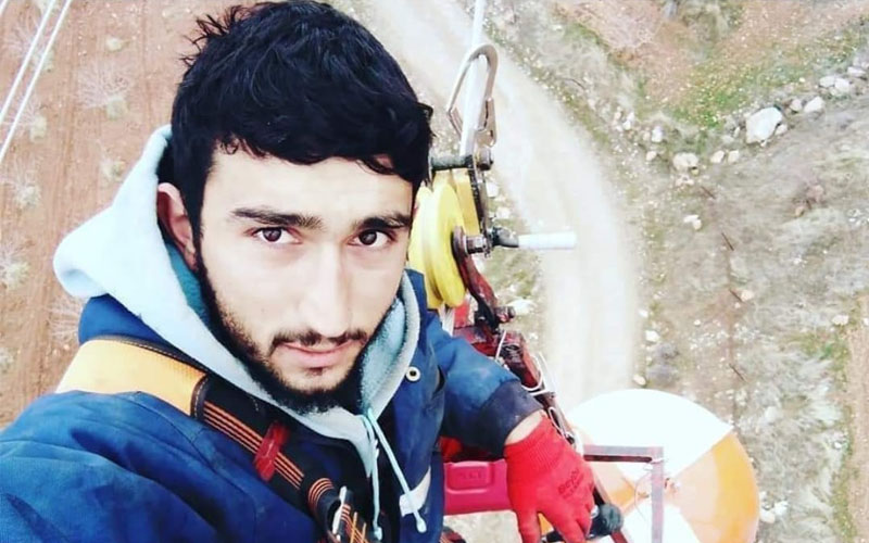 Yüksek gerilim hattı direğinden düşen işçi öldü
