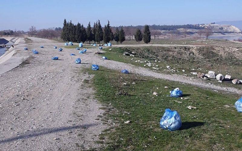 Gökpınar Barajı'nda 50 poşet çöp topladı