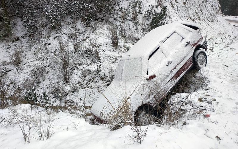Buzlanan yol kazaya neden oldu