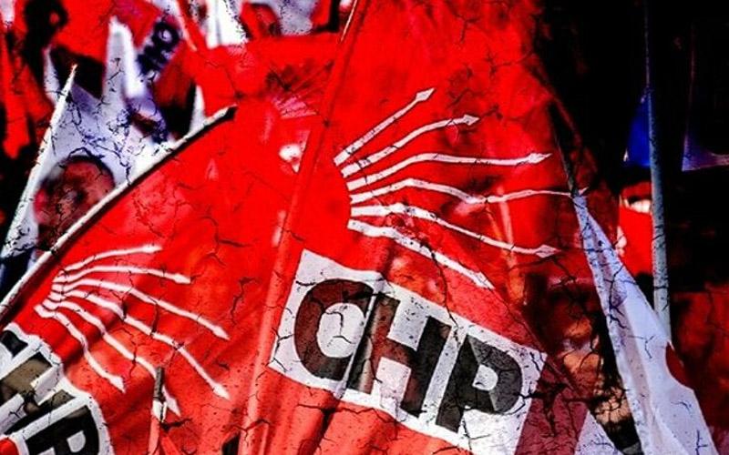 CHP'de 3 belediye meclis üyesi istifa etti