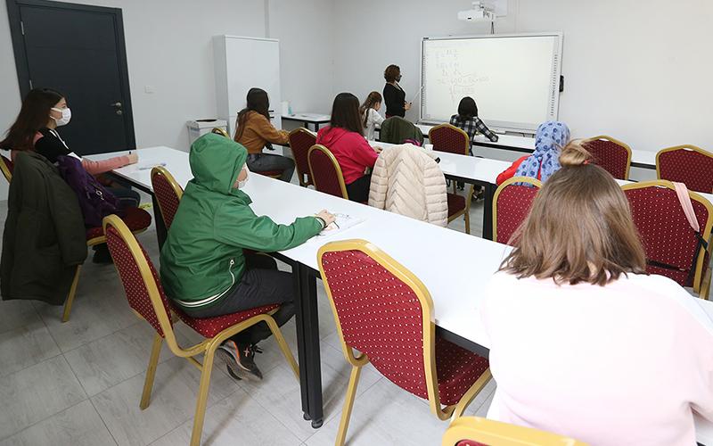 Merkezefendi Belediyesi ve Halk Eğitim Müdürlüğü'nden öğrencilere destek kursu