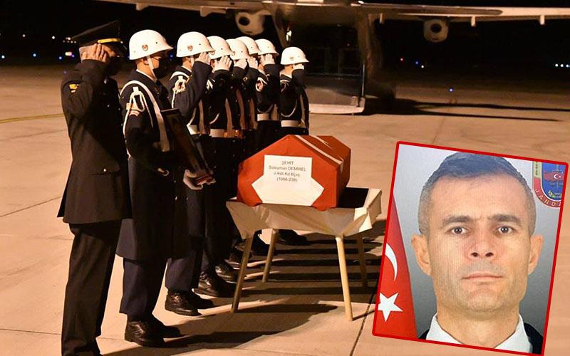 Şehidin Cenazesi Çardak Havalimanı'na geldi