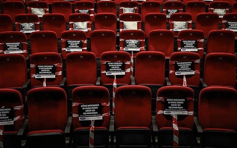Sinema salonları 1 ay daha açılmayacak