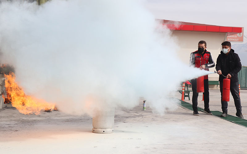Arama kurtarma gönüllülerine yangın eğitimi verildi