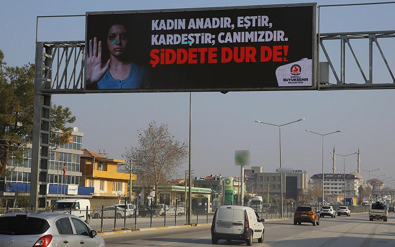 """Büyükşehirden """"kadına şiddete dur de"""" çağrısı"""
