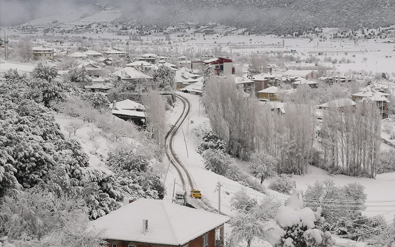 Kar yağdı, yüksek rakımlı ilçeler beyaza büründü