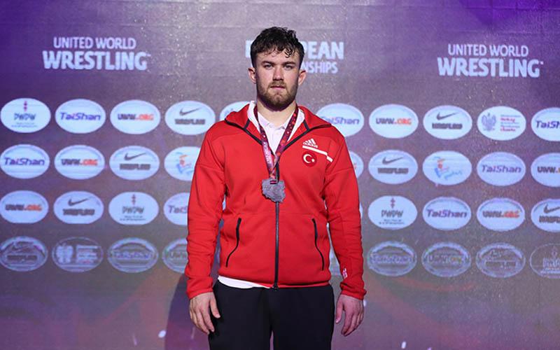 Denizlili Milli güreşçi Süleyman Karadeniz Avrupa ikincisi oldu
