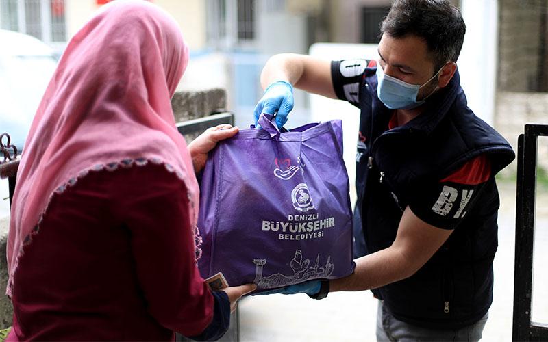Büyükşehir'den ihtiyaç sahibi ailelere gıda paketi desteği
