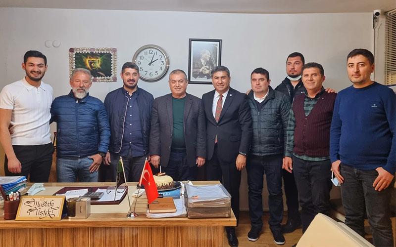 Denizlispor'un eski başkanı Mustafa Üstek'e doğum günü sürprizi