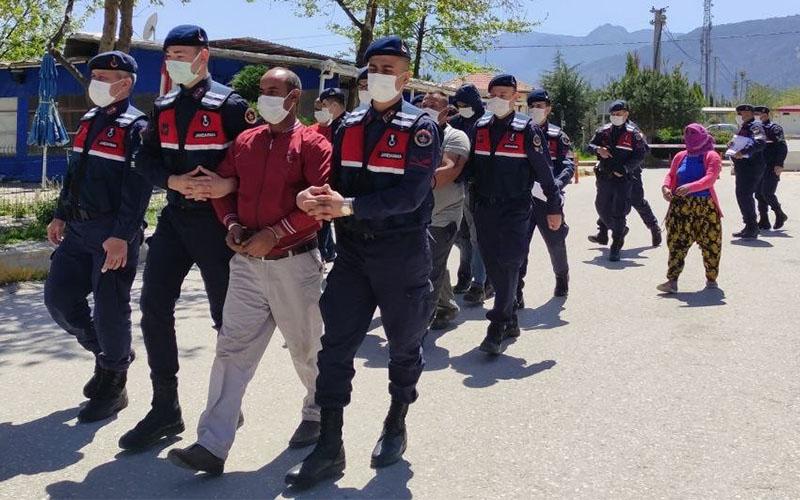Hırsızlık şebekesine yönelik operasyonda yakalanan 4 kişiden 2'si tutuklandı