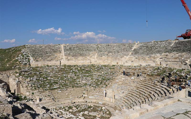 Laodikya Antik Tiyatrosu'nda restorasyon sürüyor