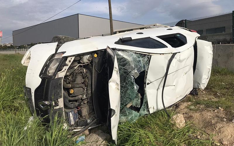 Devrilen otomobilin sürücüsü ağır yaralandı